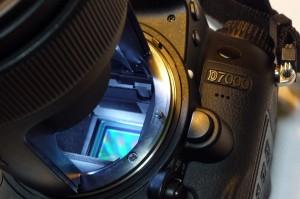 czyszczenie matryc nikon D7000 pod lupą przed - naprawa aparatów cyfrowych